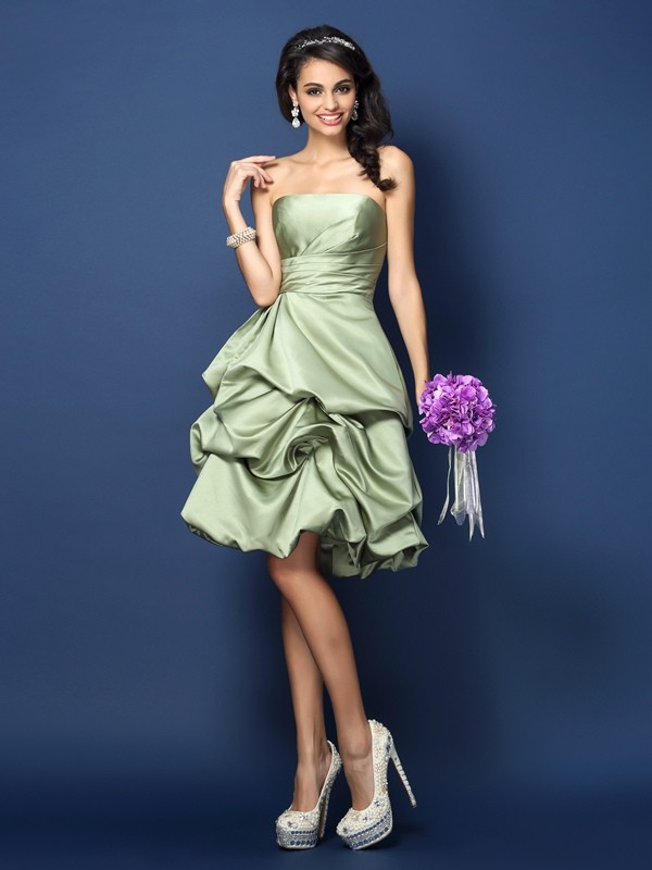 A-Line/Princess Strapless Sleeveless Ruched Knee-Length Satin Bridesmaid Dresses