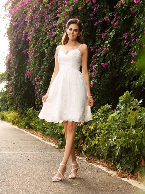 A-Line/Princess Sleeveless Knee-Length Spaghetti Straps Lace Wedding Dresses