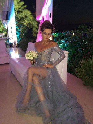 A-Line/Princess Off-the-Shoulder Long Sleeves Sweep/Brush Train Applique Tulle Dresses