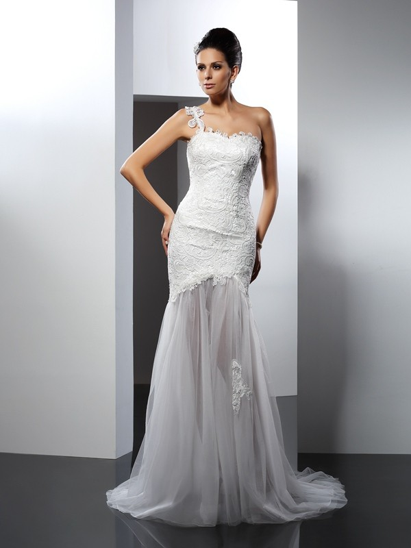 Trumpet/Mermaid One-Shoulder Lace Sleeveless Long Lace Wedding Dresses