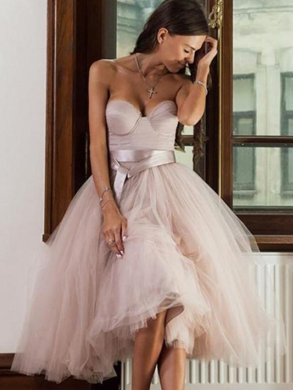 A-Line/Princess Tulle Sweetheart Sleeveless Sash/Ribbon/Belt Tea-Length Dresses